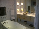 Mandarin Oriental Paris, Superior Suite bathroom