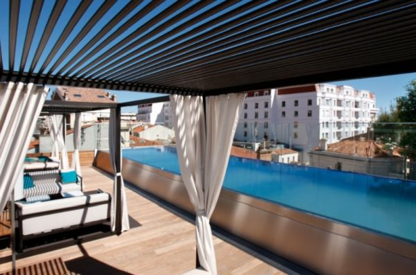 Rooftop Pool Bar : Rooftop pool and bar at the FIVE HOTEL & SPA in Cannes, France