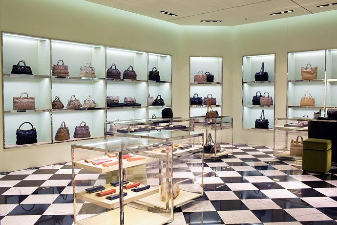 Crocus mall in moscow attracts more luxury brands