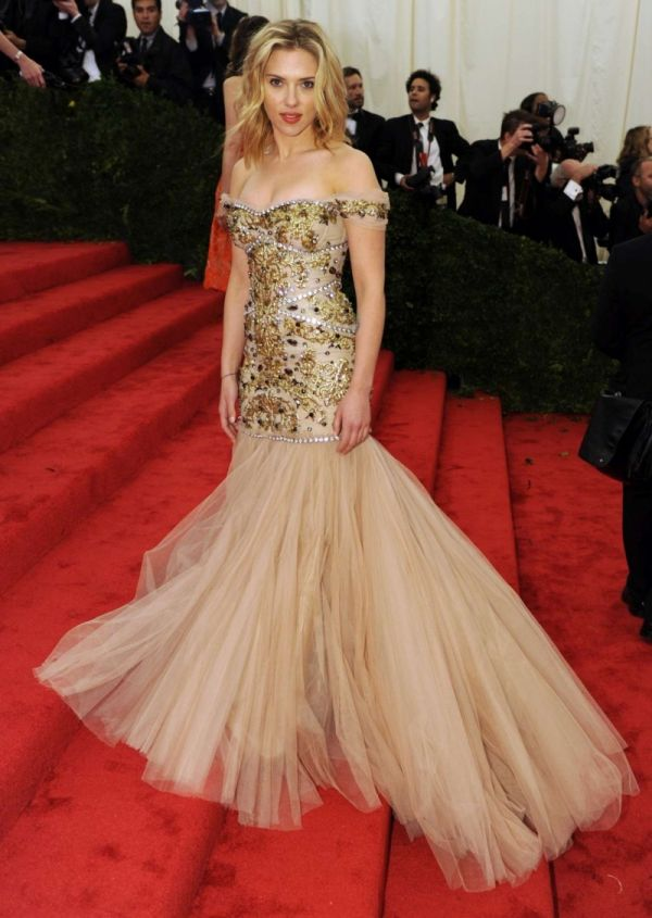 Scarlett Johansson sublime dans sa robe soirée Dolce & Gabbana