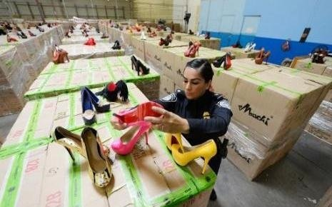 Los Angeles customs seize 20.000 counterfeit Louboutin shoes - CPP ...