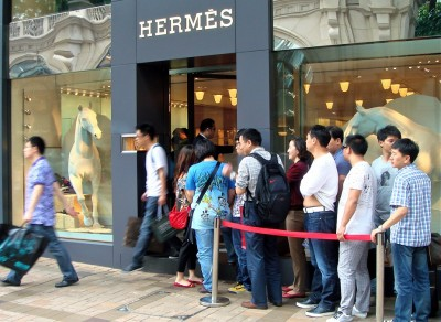Chinese queuing at Hermes store