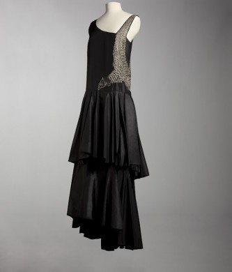 http://www.cpp-luxury.com/wp-content/uploads/2013/03/Jeanne-Lanvin-Evening-dress-1929.-Collection-%C2%A9Mus%C3%A9e-Galliera-City-of-Paris-2013-333x390.jpg