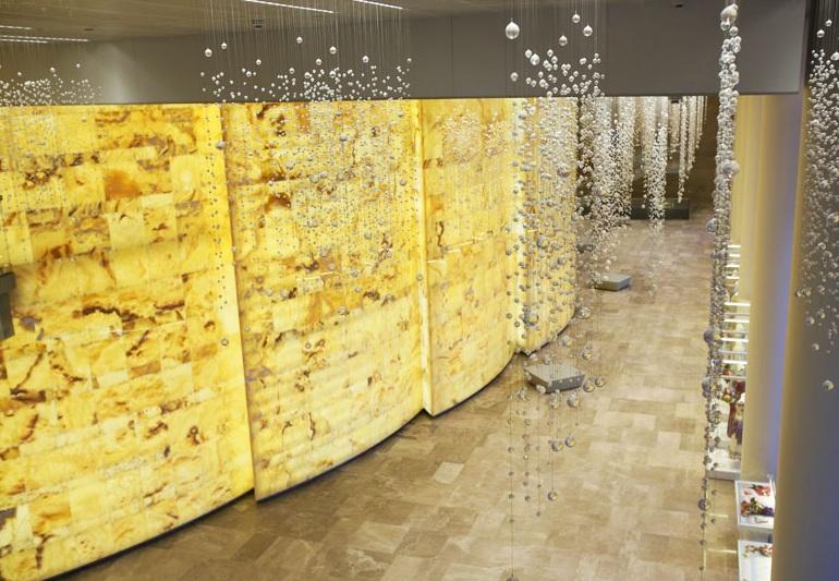 Mariinsky-II-Theatre-St-Petersburg-foyer-with-onyx-panels - CPP-LUXURY