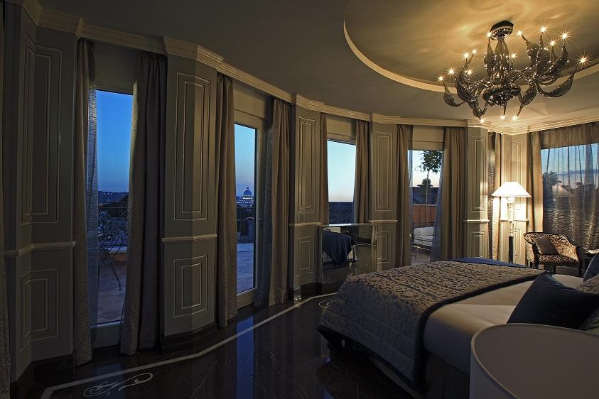Master bedroom design night view 2013 - Regina Hotel Baglioni Unveils Spectacular Panoramic Suite