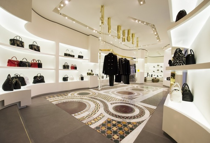 Cake Design Piazza Re Di Roma : Versace open flagship store in Rome - CPP-LUXURY