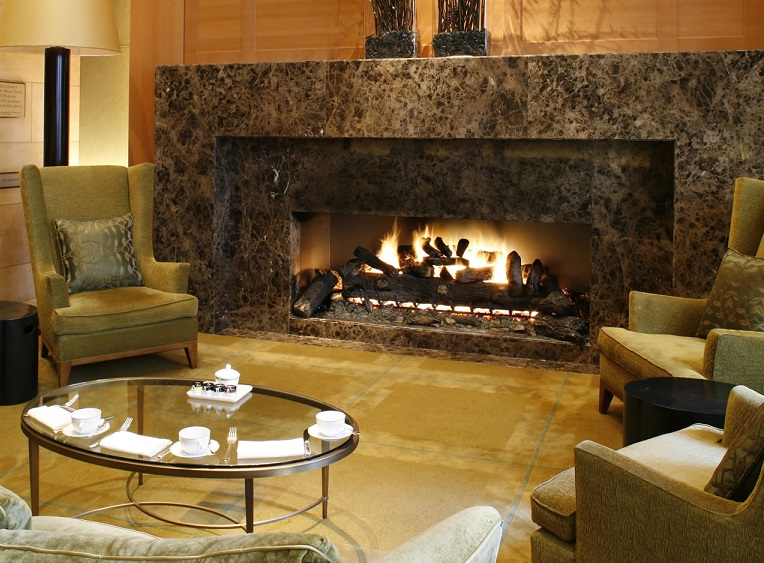 Ty-Lounge-fire-place-at-Four-Seasons-New-York - CPP-LUXURY