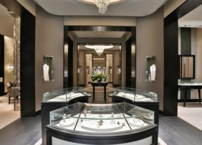 Van Cleef & Arpels opens in Milan largest store in Europe