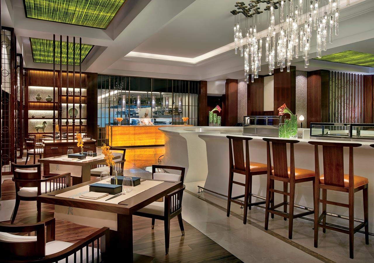 Buffet retro cuisine : Ritz carlton dubai an oasis in the bustling city