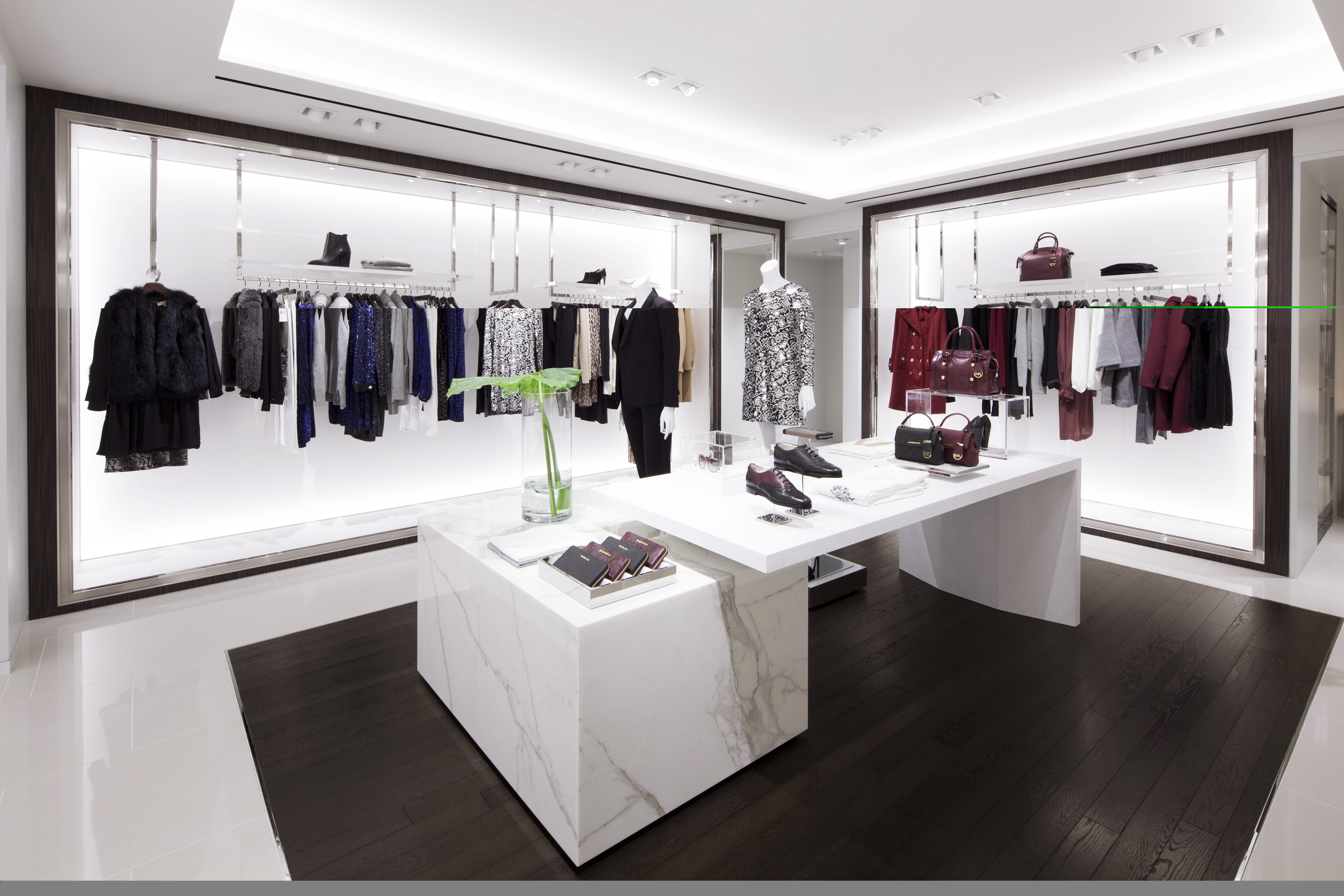 michael kors opens new store in tokyo 39 s ginza cpp luxury. Black Bedroom Furniture Sets. Home Design Ideas