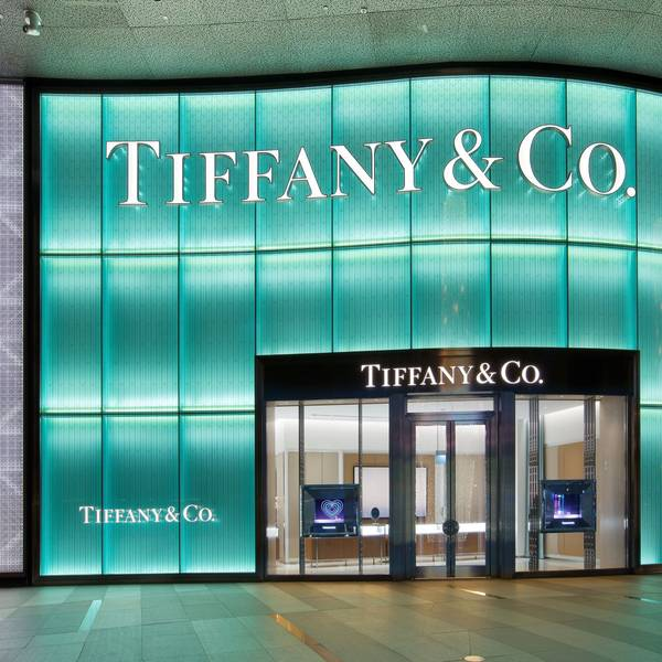 tiffany co analysis This paper is mainly about tiffany & co analysis it sets the background of this company through a briefly the history, its products, pioneers, location and.