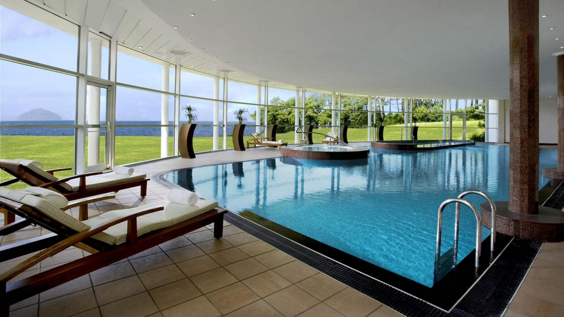 trump turnberry newly renovated swimming pool trump turnberry newly ...
