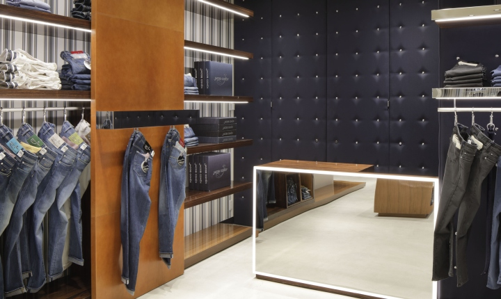 jacob cohen opens new store in tokyo at ginza six cpp luxury. Black Bedroom Furniture Sets. Home Design Ideas