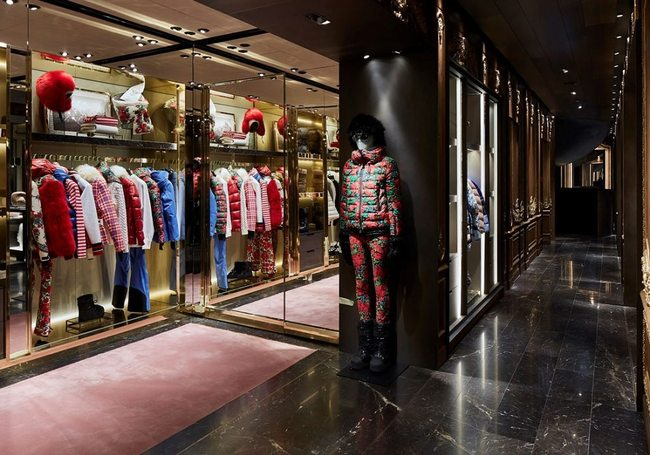 moncler outlet store in milan