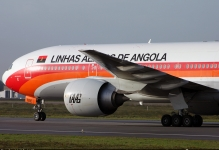 Emirates to take role in management of Angola's TAAG Linhas Aéreas
